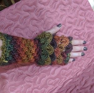 Handmade Gloves Arm warmers Dragon Scales!